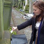 Ariella delivers the kvitel to her great-great-grandfather's grave