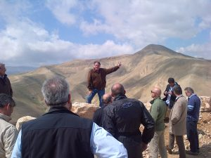 Maj. Gen. (res.) Uzi Dayan leads a BESA Center tour of the Jordan Valley for foreign military attaches.
